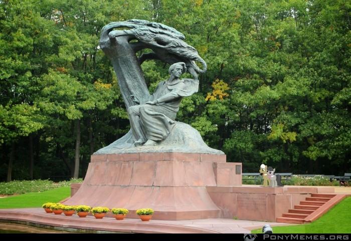Frederic Horseshoepin i Octavia odwiedzają pomnik Chopina